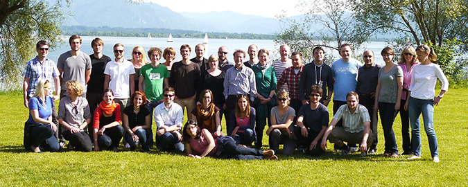 mpisoc-max-planck-institut-mea-group-picture-2015.jpeg